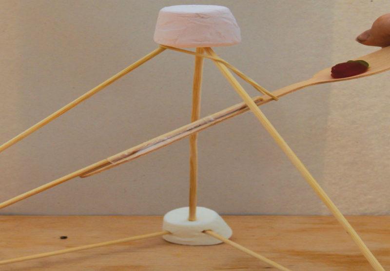 OKIDO Magazine Marshmallow catapult